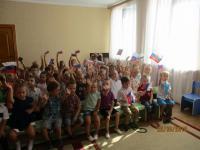 Пусть в мире и дружбе живут все ребята под флагом трёхцветным любимой страны!